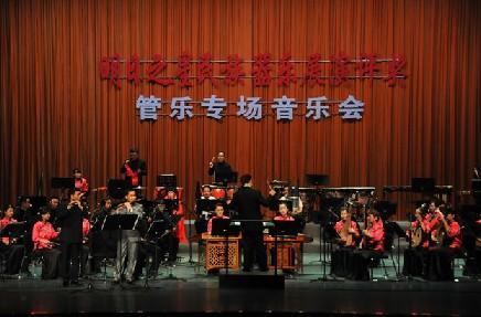 隋康和笛子演奏员邵先国,贾凌,卞祺逐一登台,《喜迎春》,《锯大缸》